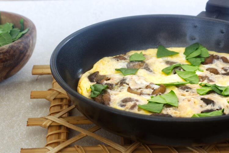 Houbová omeleta (Paleo, Whole30, Lowcarb, Keto, GAPS)
