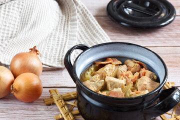 Vepřové stew s uzeninou z pomalého hrnce (Paleo, Lowcarb, Whole30, Keto)
